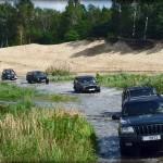 Kolumna Jeepów Cherokee