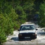 Jeep w kałuży
